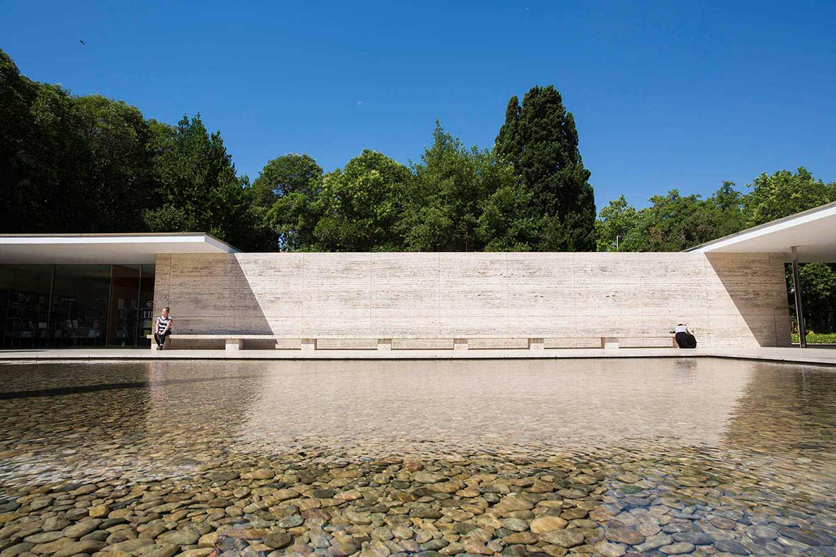 Modern architecture water and lady, mies van der Rohe