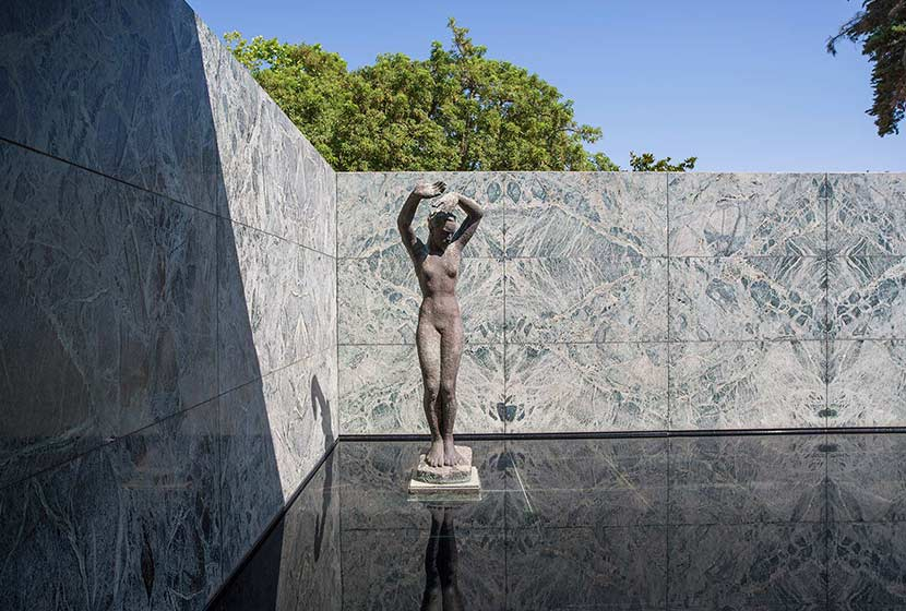 Modern architecture - The Barcelona Pavilion by Mies van der Rohe