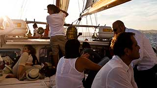 Sailing Tours in Barcelona for Private Groups